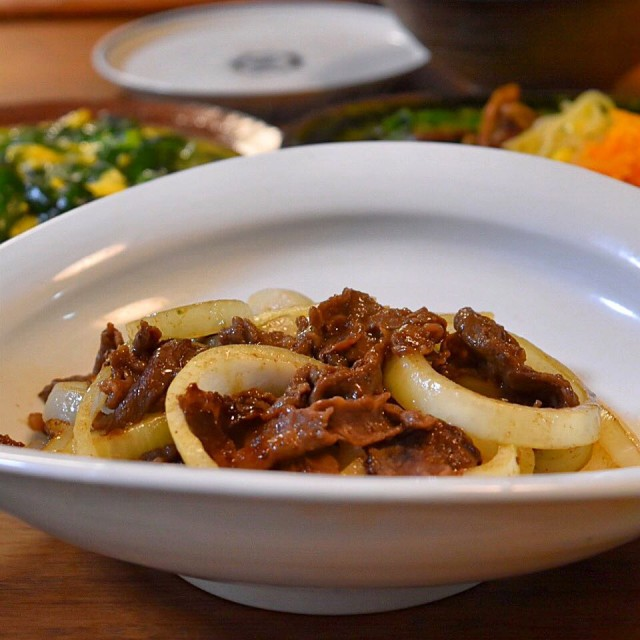 Only 10 minutes! Stir-fried beef and onion with oyster sauce
