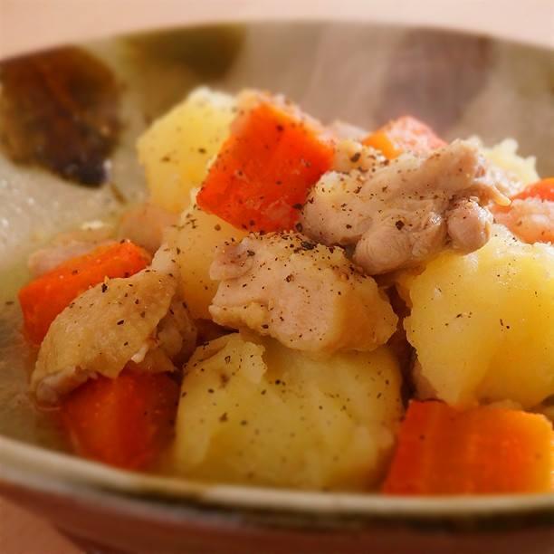 Chicken and garlic NIKUJAGA (Japanexe pot-au-feu)